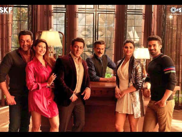'रेस 3' की Latest PICS.. सलमान खान एंड टीम.. जबरदस्त अंदाज.. सुपरहिट!