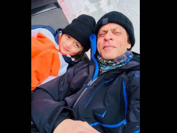 वेकेशन पर इंज्वॉय करते नजर आए शाहरुख और अबराम, गौरी ने शेयर की तस्वीर