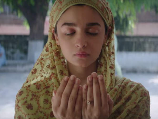raazi-film-review-first-day-first-show-live-audience-update