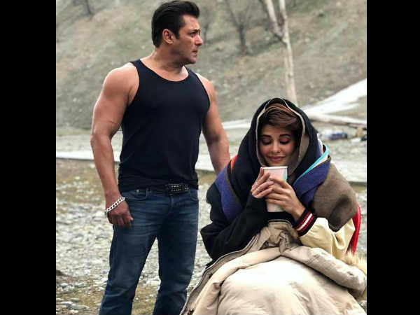 salman-khan-jacqueline-fernandez-picture-during-race-3-shooting-going-viral