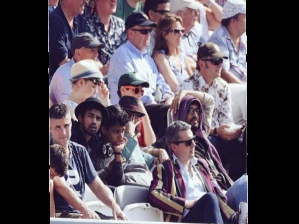 लॉर्ड्स में इंग्लैंड और पाकिस्तान का क्रिकेट मैच देखते कैमरे में कैद हुए एक्टर इरफान खान