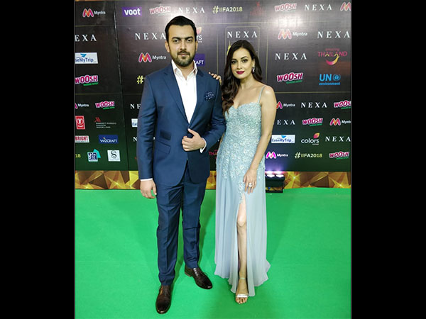 iifa-awards-2018-ranbir-kapoor-dia-mirza-kriti-sanon-varun-dhawan-walk-the-green-carpet
