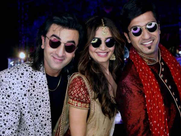 karishma-tanna-s-foirst-look-from-sanju-with-ranbir-kapoor