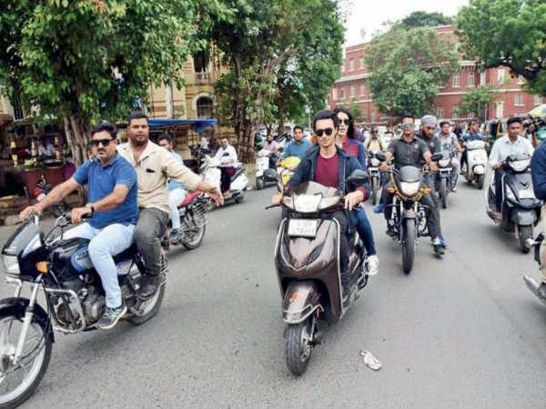 लवरात्रि: सलमान के जीजा ने वडोदरा में बिना हेलमेट चलाई बाइक, कमिश्नर बोले एक्शन लेंगे