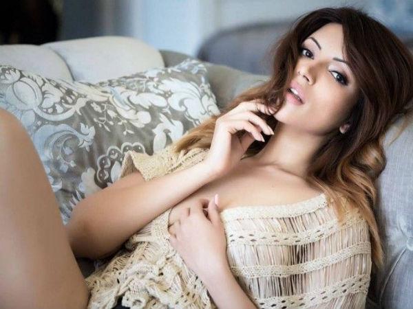 एक बार फिर इस सेक्सी सुपरस्टार ने मचा दी सनसनी,अकेले में देखिए ये तस्वीरें Viral
