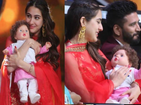 Wow: केदारनाथ के प्रमोशन के दौरान तैमूर Doll को गोद में लिए नजर आईं सारा अली खान
