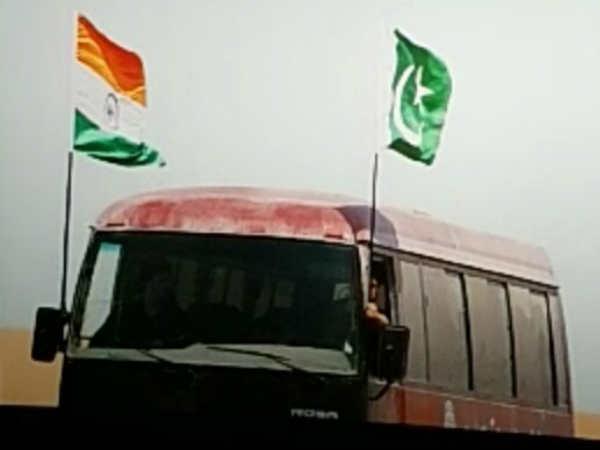 सलमान खान की भारत में एक सीन में फहराया गया पाकिस्तानी झंडा, लोगों ने जमकर किया विरोध