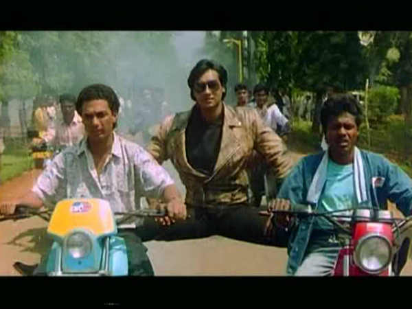 ajay-devgn-debut-film-phool-aur-kaante-clocks-27-years-know-about-his-impact-on-Bollywood