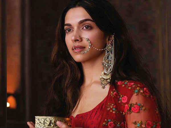 उधर दीपिका - रणवीर की शादी की रस्में शुरू और इधर दीपिका का लाखों का मंगलसूत्र वायरल
