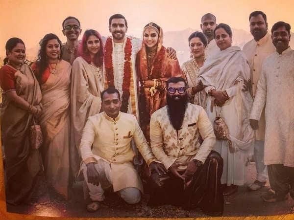 DeepVeer Wedding: शादी के बाद दीपिका- रणवीर की नई तस्वीर, दोस्तों के साथ परफेक्ट पोज़