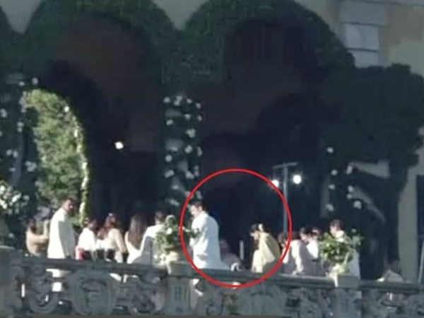 LEAKED PICS: रणवीर सिंह और दीपिका पादुकोण की शादी की पहली तस्वीरें, मोबाईल बैन के बावजूद वायरल