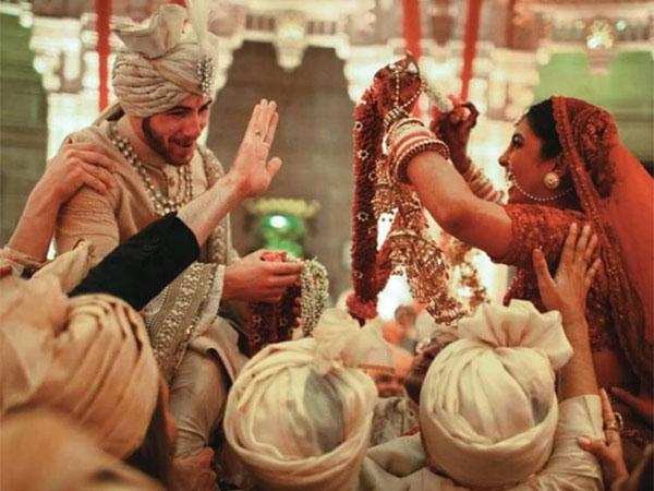 New Pics: प्रियंका चोपड़ा और निक जोनस की हिंदू शादी की फोटोज Viral, बेहद शानदार