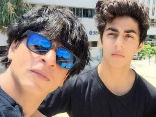 शाहरुख खान के बेटे आर्यन खान का फेसबुक अकाउंट हैक- लिखा ये मैसेज