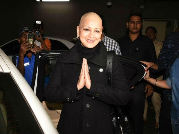 कैंसर को पछाड़कर सोनाली बेंद्रे भारत लौंटी, एयरपोर्ट पर ही आंखे हो गईं नम, देखें Pics