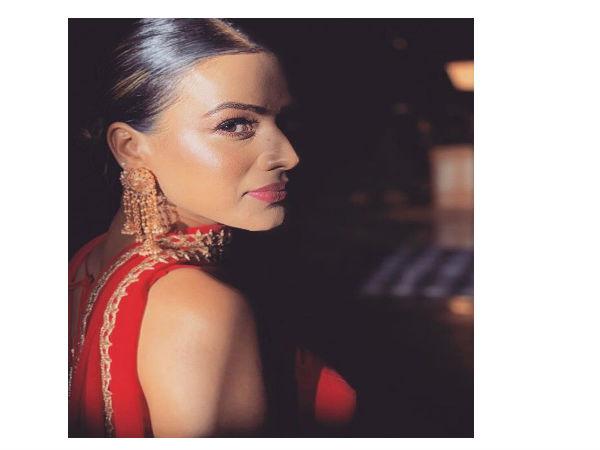 Nia Sharma: तेरे इश्क में मरजावां फेम 'निया शर्मा' रेड ड्रेस में ढा रही हैं गजब का कहर