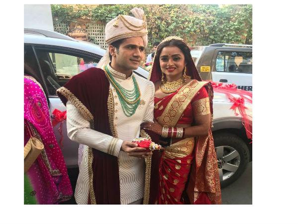 Just married दुल्हन बनी ये रिश्ता क्या कहलाता है कि सुवर्णा 'पारुल चौहान', सिल्क साड़ी  में खूबसूरत