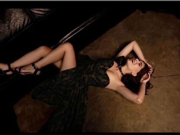 ब्लैक ड्रेस में सेक्सी रागिनी 'करिश्मा शर्मा' की ऐसी तस्वीरें, दिखने लगा सब कुछ Viral