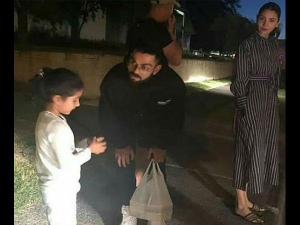 न्यूजीलैंड में विराट को मिली उनकी नन्ही फैन, दोनो को गौर से देखती रहीं अनुष्का, फोटो वायरल
