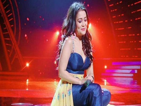 'वैलेंटाइन डे' पर नेहा कक्कड़ को मिला अपना प्यार, घुटनों पर बैठकर किया प्रपोज Video