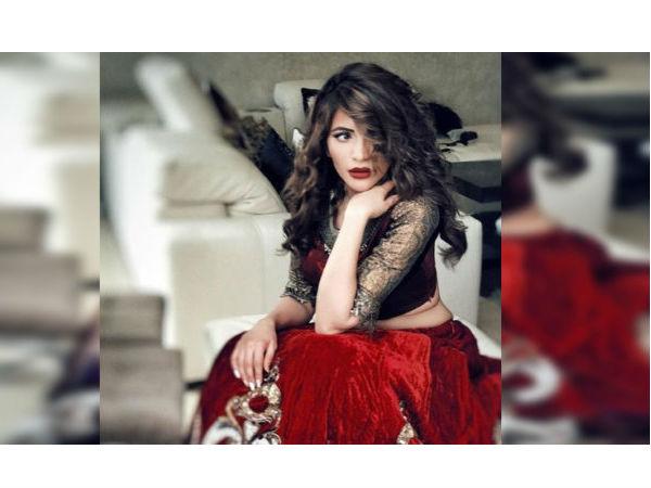 ब्लैक ड्रेस में बवाल मचा रही हैं शमा सिकंदर की ऐसी तस्वीरें, अकेले में देखिए Viral