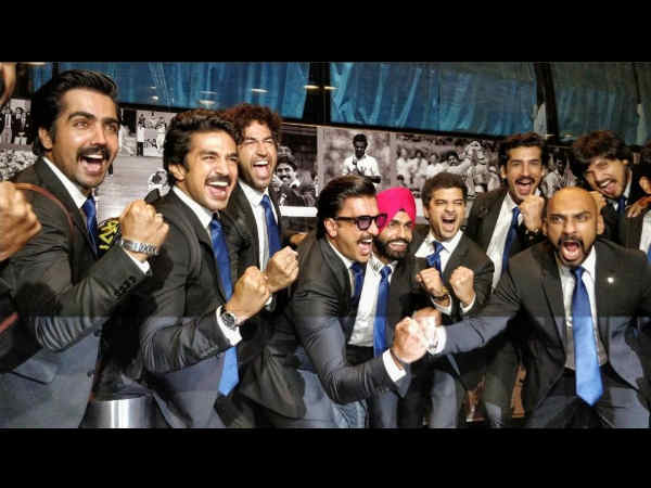 ranveer-singh-and-his-world-cup-squad-pose-officially-for-83