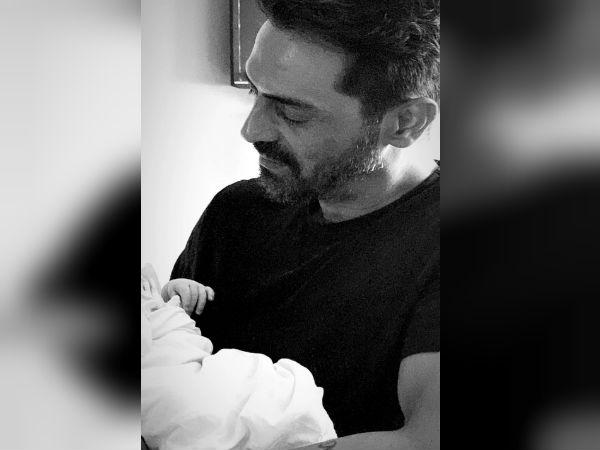 अर्जुन रामपाल के बेटे की पहली तस्वीर वायरल- ब्लैक एंड व्हाइट में दिखे सबसे Cute