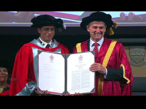 <strong>शाहरुख खान को 5वीं पर डॉक्टरेट की डिग्री से किया गया सम्मानित- मेलबर्न से वायरल तस्वीरें</strong>