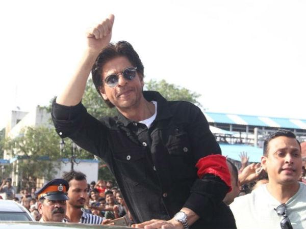 Video शाहरुख खान ने कहा- मैंने लड़कियों से मोहब्बत रेलवे स्टेशन पर की है, ये स्टेशन छूट गया