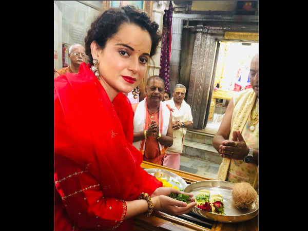 kangana-ranaut-visits-dwarkadheesh-temple-to-seek-blessings