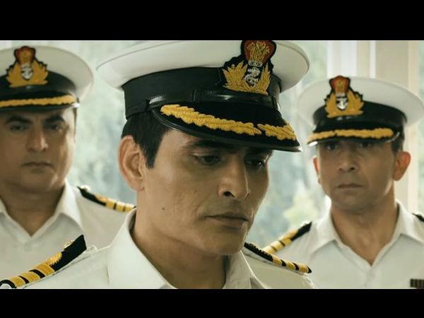 हर बार अलग किरदार के साथ स्क्रीन पर आते हैं। इस बार नौसेना अधिकारी..