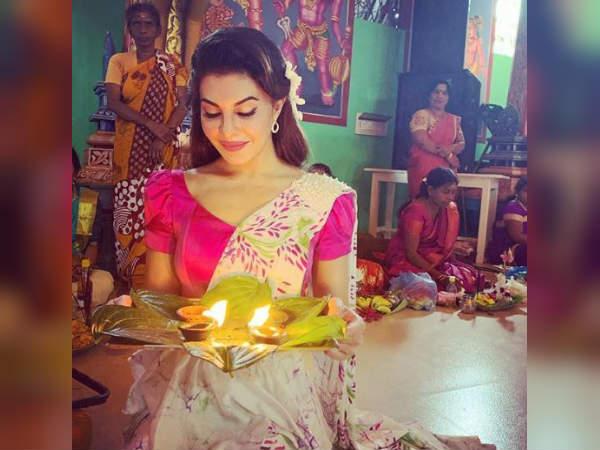 श्रीलंकन ब्यूटी जैकलीन फर्नांडीज के दिवाली लुक ने ढाया कहर- भारत के रंग में रंगी अभिनेत्री