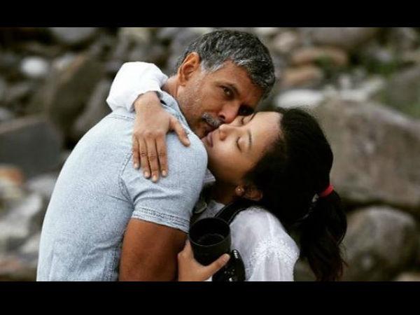 मिलिंद सोमन- पत्नी अंकिता की अंधेरे में बेहद रोमांटिक फोटो वायरल, धड़ल्ले से लोग देख रहे हैं