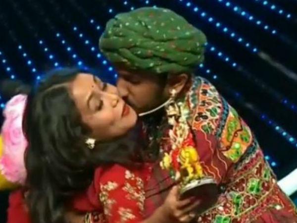 इंडियन आइइडल ऑडिशन में इस कंटेस्टेंट ने किया नेहा कक्कड़ को जबरन Kiss, मच गया बवाल