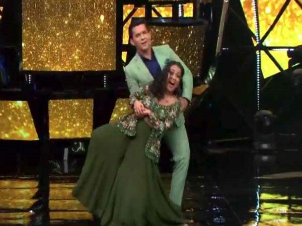 VIDEO दिलबर गाने पर सिंगर नेहा कक्कड़ ने किया डांस, लाइव शो में Oops मोमेंट का शिकार
