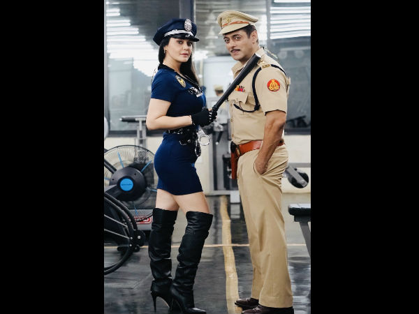 प्रीति जिंटा ने आपके साथ खाकी यूनिफॉर्म में एक तस्वीर शेयर की थी, जिसके बाद अफवाह थी कि वो दबंग 3 में कैमियो निभाने वाली हैं?