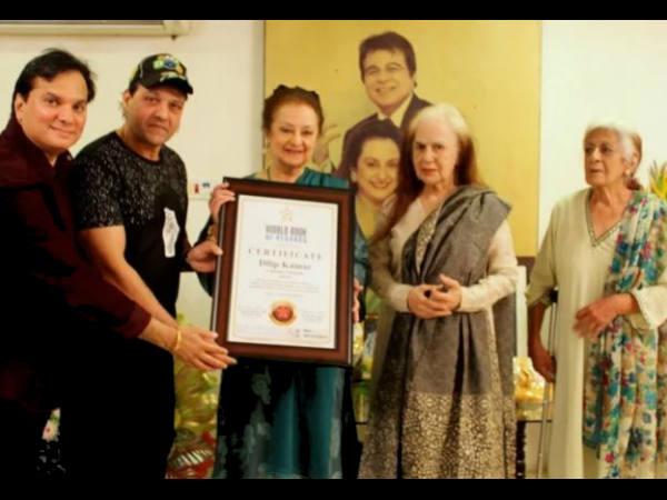 दिलीप कुमार को लंदन में मिला वर्ल्ड बुक ऑफ रिकॉर्ड्स अवॉर्ड- 97वें जन्मदिन पर शानदार तोहफा