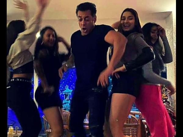 सलमान खान ने ऐसे मनाया नए साल का जश्न- ये एक्स गर्लफ्रेंड भी आईं नजर