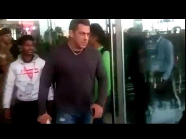 सेल्फी ले रहे फैन और सलमान खान का वीडियो क्यों हो रहा है वायरल ?