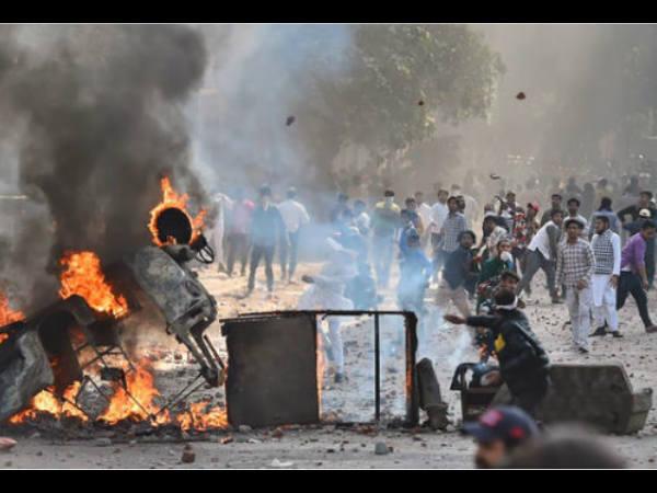 Delhi Riots: हिंसा की आग में सुलग रही है दिल्ली, 13 की मौत- बॉलीवुड सितारों का भी फूटा गुस्सा