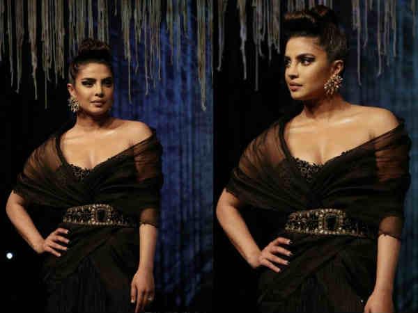 प्रियंका चोपड़ा ने भारत लौटते ही रैंप पर दिखाया जलवा - ब्लेंडर्स प्राइड की शो स्टॉपर
