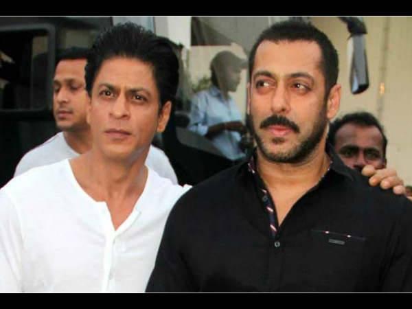 जनता कर्फ्यू के बीच शाहरुख खान, सलमान खान के बंगले के बाहर ऐसा था नजारा, PIC