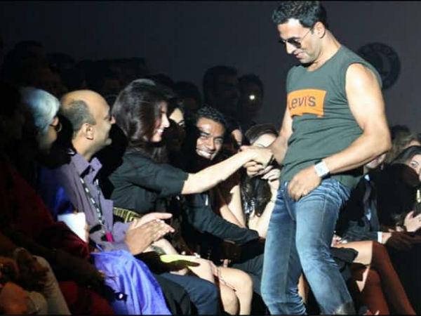 फैशन शो में अक्षय कुमार और ट्विंकल खन्ना ने कर दी थी ऐसी हरकत- हो गए थे गिरफ्तार