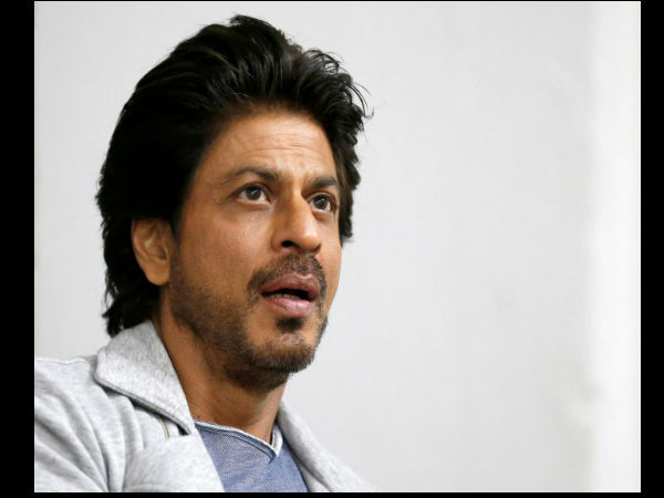शाहरुख खान के कोरोना महादान के बाद फैंस के लिए बुरी खबर, 2 साल तक नहीं कोई फिल्म !