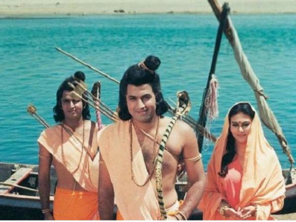 रामायण किस्सा: गंगा नदी में फंस गए राम-सीता, विग उतार पानी में कूदे लक्ष्मण, फट गई धोती Video