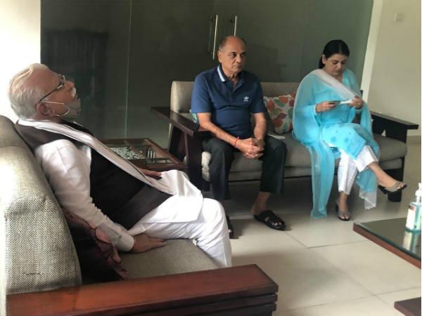 सुशांत के पिता और बहन से मिले हरियाणा के CM मनोहर लाल खट्टर, भावुक हो उठे पिता, देंखे तस्वीरें
