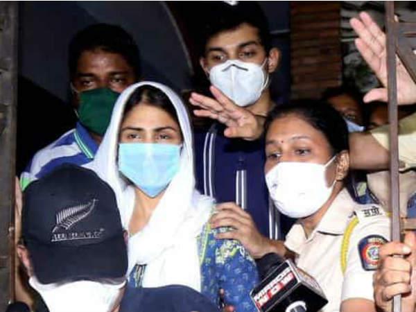 सुशांत सिंह राजपूत केस- नेशनल खिलाड़ी का नाम आया सामने, रिया चक्रवर्ती के ड्रग्स चैट में है जिक्र