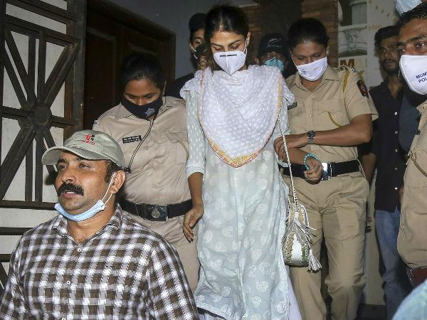 """रिया चक्रवर्ती और बिहार सरकार ने SC में दाखिल किया लिखित जवाब- """"सुशांत केस हमारे अधिकार क्षेत्र में"""""""