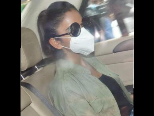 पूछताछ के लिए NCB ऑफिस निकली रकुल प्रीत सिंह, वायरल हुईं तस्वीरें