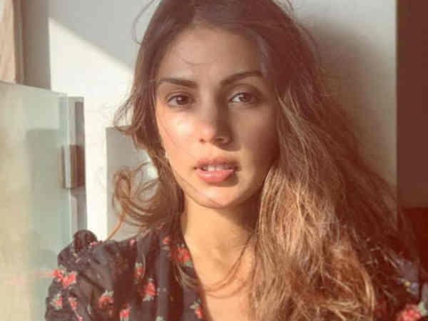 12 जून को रिया चक्रवर्ती थीं सुशांत के घर पर, तस्वीरों से मचा बवाल, एक्ट्रेस का दावा- 8 जून को छोड़ा