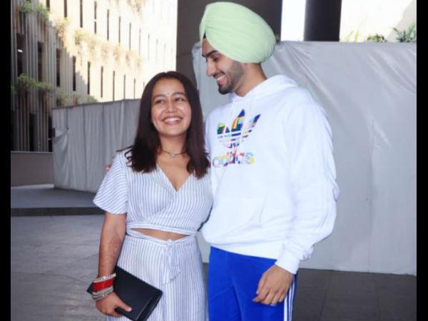 शादी के बाद पति के साथ पहली बार नजर आईं थीं नेहा कक्कड़, धड़ल्ले से वायरल तस्वीर